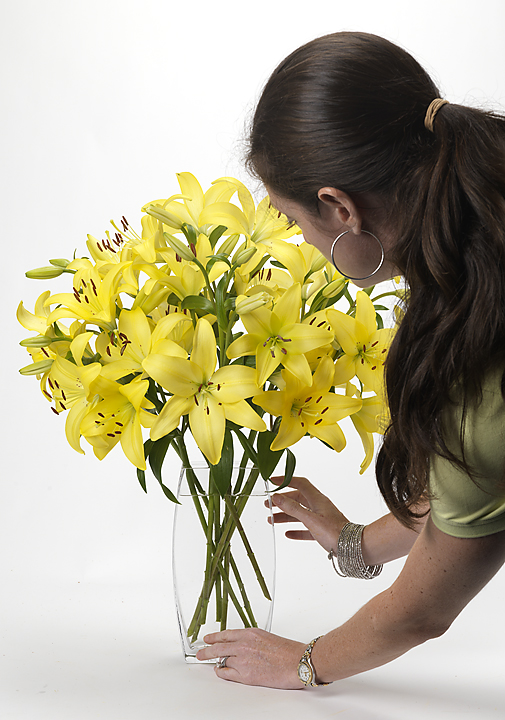 Styling bright & blooming lilies